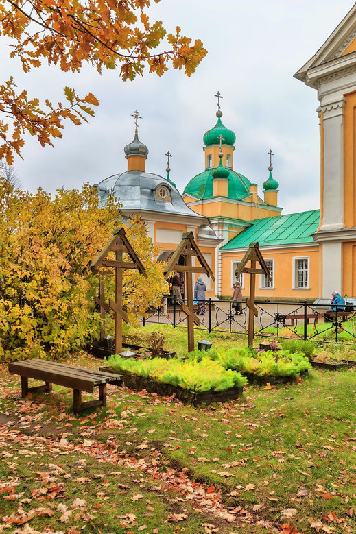 Введено-Оятский монастырь,сестринское кладбищее и часовенка св. преп. Сергия и Варвары Островских.