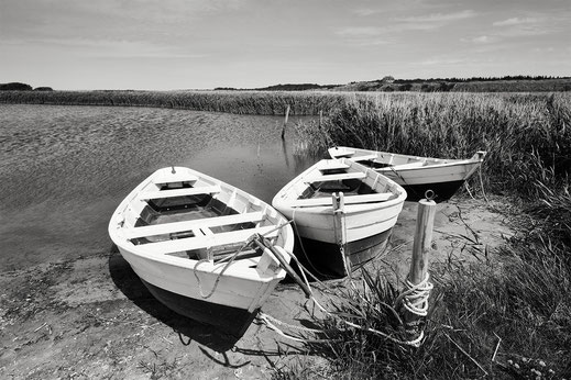 Nymindegab, boats, black and white, monochrome, Denmark, Ringkøbing Fjord, Dänemark, Nordsee, North Sea, Holger Nimtz, Fotografie, photography, seascape,