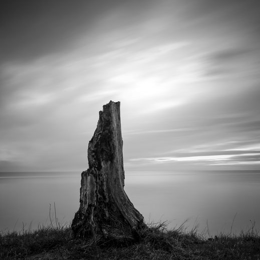 Nienhagen, Minimalismus, Holger Nimtz, minimalism, seascape, Baltic Sea, black and white, b&w, black, white, photography, wallart, silence, calm, loneliness, surreal, longexposure, still, fineart, coast,