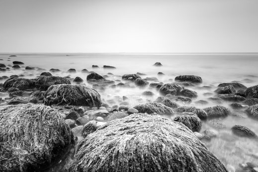 Warnemünde, Holger Nimtz, seascape, Baltic Sea, black and white, b&w, black, white, photo, photograph, wallart, silence, water, ocean, calm, lonliness, surreal, relax, relaxing, longexposure, still, fineart, coast, coastline, decorative, soul, width,