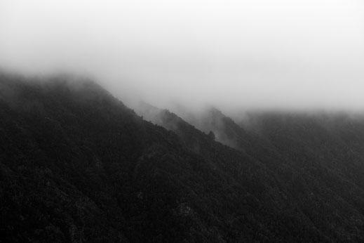 Mirador de Jinama, fineart, dekorativ, wallart, El Hierro, Canary Islands, Kanarische Inseln, Kanaren, Holger Nimtz, Nebel, Wolken, clouds, Berge, Mountain, misty, Minimalismus, minimalist, minimalism,