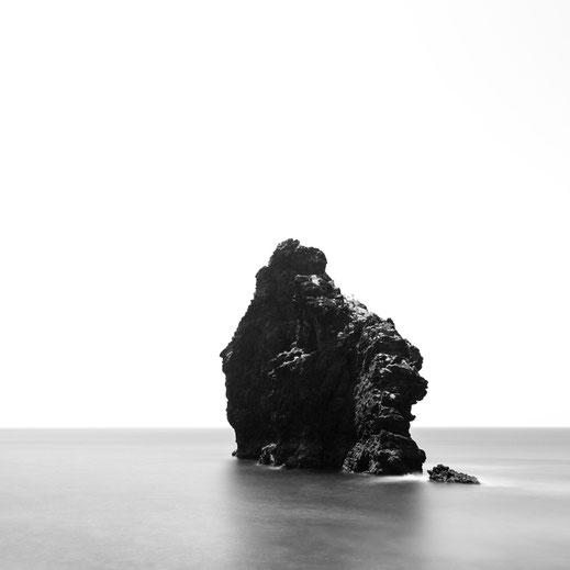 Roque de la Bonanza, Rock, fineart, dekorativ, wallart, El Hierro, Canary Islands, Kanarische Inseln, Kanaren, Holger Nimtz, seascape, fine art, monochrom, Langzeitbelichtung, longexposure, minimalismus, minimalist, minimalism, minimalistisch,