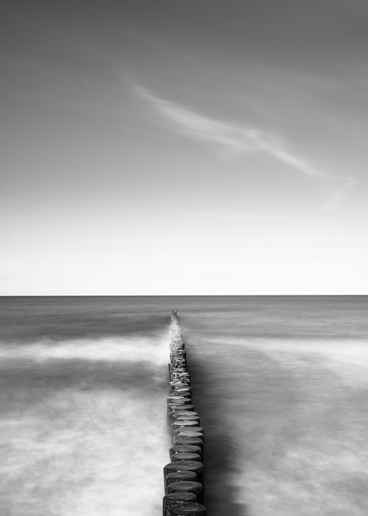 Warnemünde, Minimalismus, Holger Nimtz, Fotografie, minimalism, seascape, Baltic Sea, black and white, b&w, black, white, photography, wallart, silence, calm, loneliness, Langzeitbelichtung, longexposure, still, fineart, coast,