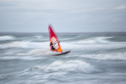 surfer, surfing, windsurfing, surrealism, sea, air, fresh, water, seascape, ocean, minimalism, soul, wave, waves, width, sea, baltic sea, move, emotion, intentional camera movement decorative,verwischt, Mitzieher, panning shot, panning,