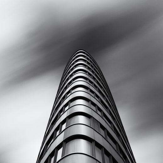 Trias Tower, Berlin, Architecture, monochrome, schwarz-weiß, Holger Nimtz, BVG, Langzeitbelichtung, longexposure,