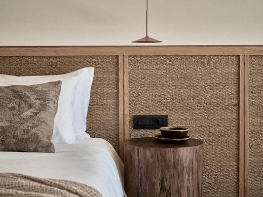 habitación para hotel, Cabezal de cama para hotel combinado madera y fibra natural.