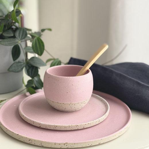 Spots Ceramics Cups and Plates, Ping, rosa, rosa/weiß ©Keramikatelier Sabine Schönbohm