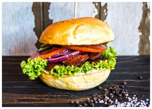 KANAK ATTACK Burger - Beste, Lan! - Gegrillte türk. Knoblauchwurst (Egetürk), Salat, Tomate, rote Zwiebeln, Gurken, Mayonnaise, Heinz Ketchup
