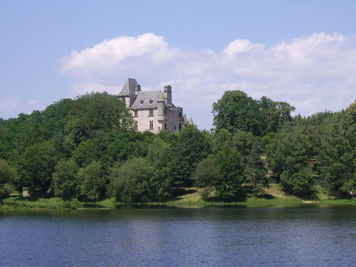 étang de La Prade et château de Sédiaires