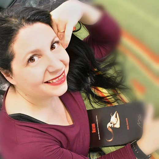 Silvia Favaretto, autrice di L'anima è nel bulbo per la raccolta A porte chiuse