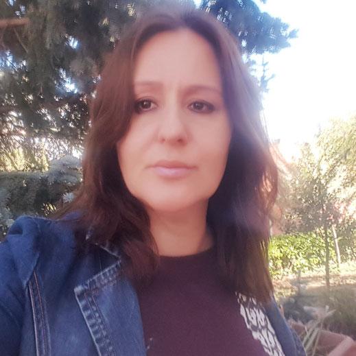 Esther Buonanno, autrice de Il rumore del silenzio per la raccolta A porte chiuse