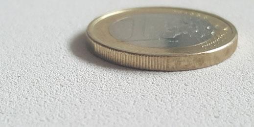 Fluraphon-Top Oberfläche im Vergleich zu einer Ein Euro Münze