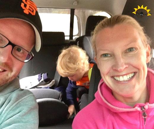 Reise-Übelkeit beim Kind: die gute Laune im Auto war von kurzer Dauer.