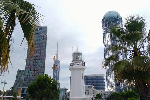 Der moderne Teil von Batumi mit dem Alphabetic Tower (rechts).