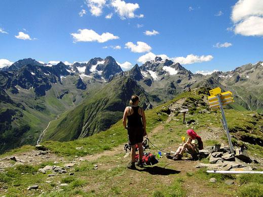 Bergwandern: Pausen und die Route im Auge behalten ist wichtig.