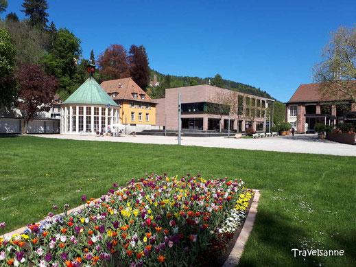 Der Kurpark Bad Liebenzell mit Trinkhalle.