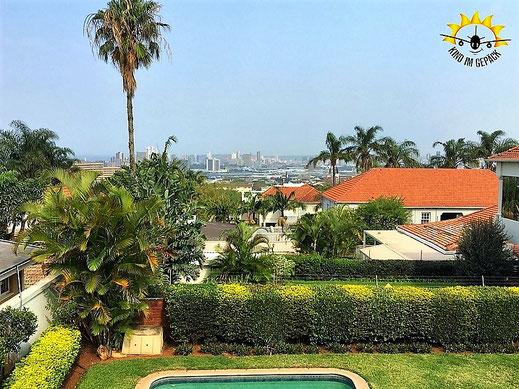 Ausblick auf die Skyline von Durban vom Balkon des Holland House.