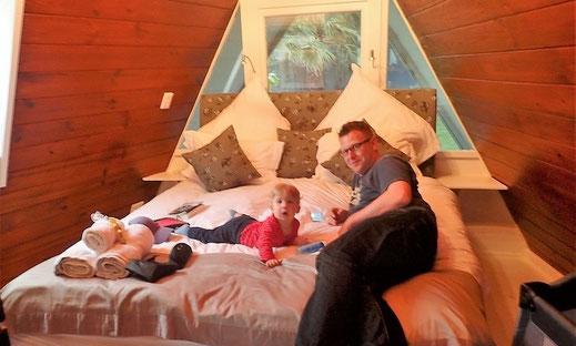 Eine Suite mit Regenwalddusche anstatt einem Campingplatz.
