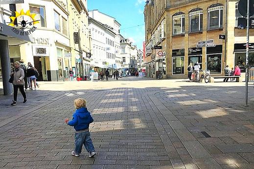Auch mit Kleinkind kann man den Städtetrip bspw. durch Wiesbaden geniesen.