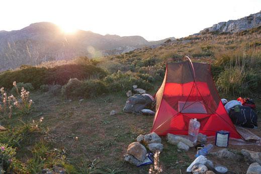 Zelten inmitten der wilden Natur des südlichen Afrikas.
