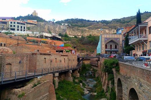 In der Altstadt von Tiflis unterwegs.