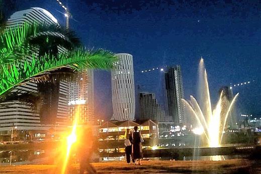 Batumi bei Nacht.
