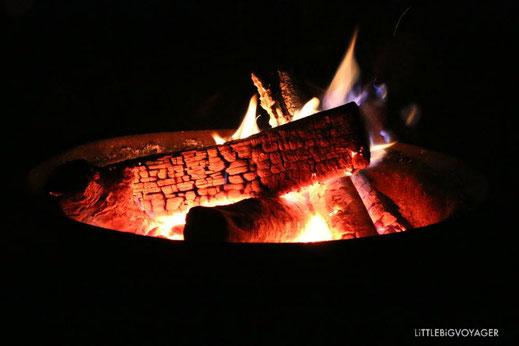 Als Familie gemeinsam am Lagerfeuer sitzen und den alle Fünfe grade sein lassen.