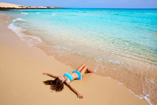Mit Kindern an Traumstränden und dem türkisblauen Meer auf Fuerteventura urlauben.