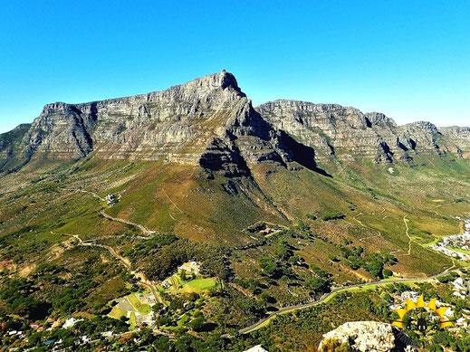 Blick vom Lion´s Head auf den Tafelberg und die 12 Apostel.