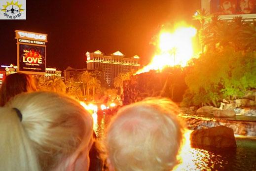 Mit Kind die Feuershow des Mirage am Las Vegas Strip besuchen.