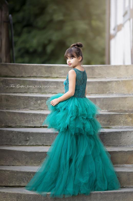 Mädchen mit Kleid in Borchen
