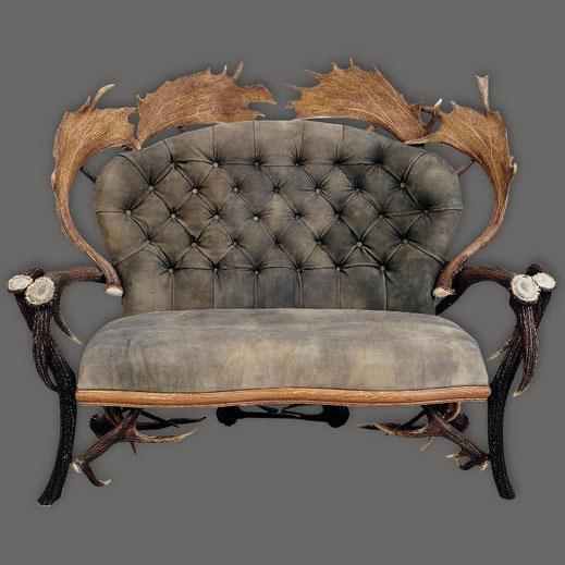 Sofa-aus-Hirschgeweih