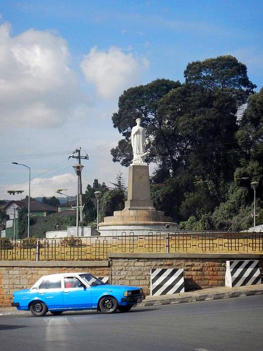 ©Textes_et_Photos_Pascal_Mawuli_Macé_Voyage_Ethiopie_Commerce_solidaire_Addis_Abeba_Mawuli-Ethiopie_Abuna_Petros_place