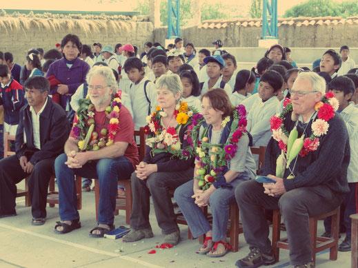 Enkele vzw-leden genieten van een prachtig afscheid van Caiza D in 2014.
