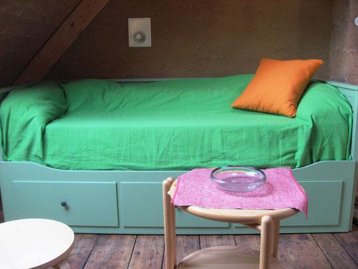 Bett tagsüber auch als Sofa nutzbar