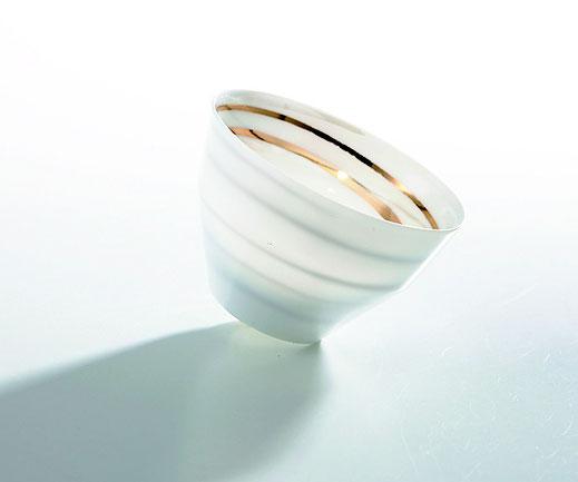 薄手の陶磁器にも絵付けすることができます。