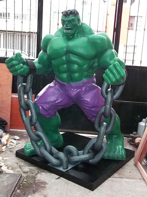 Figura hulk en fibra de vidrio