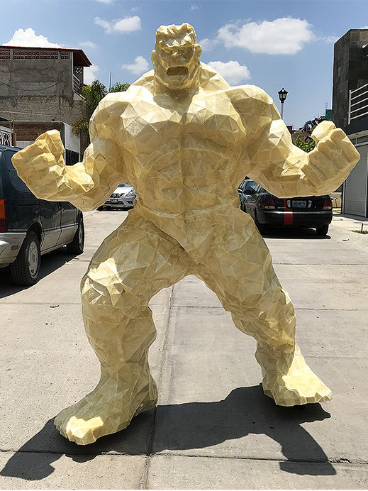Figura hulk en espuma de poliuretano