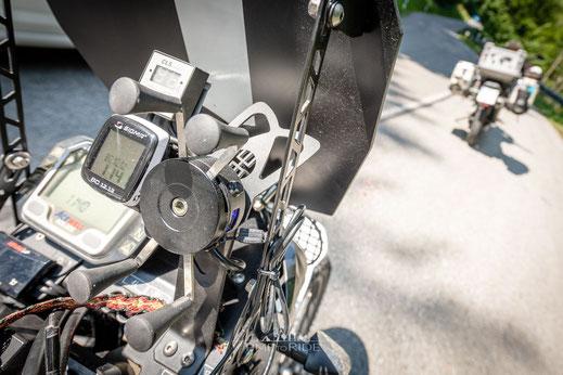 Smartphone-Halterung mit Stromversorgung für Fahrrad und Motorrad