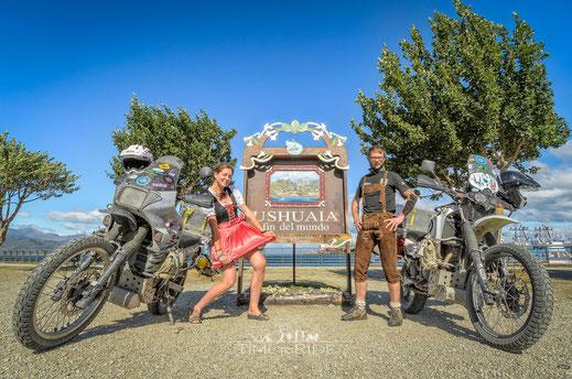 Bea & Helle - Bayrische Tracht fährt um die Welt