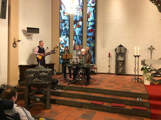 Flöte, Gesang, Gitarre, Keyboard zum Lobe des Herrn.