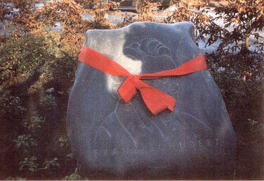 Gedenkstein mit dem Portrait Franz Schuberts gestaltet von Thomas Darboven