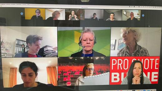 Ein Screenshot der Zoom-Konferenz mit einer Kachelansicht der Teilnehmenden.