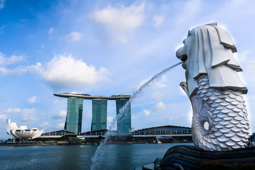 Marina Bay Sands Hotel und Merlion