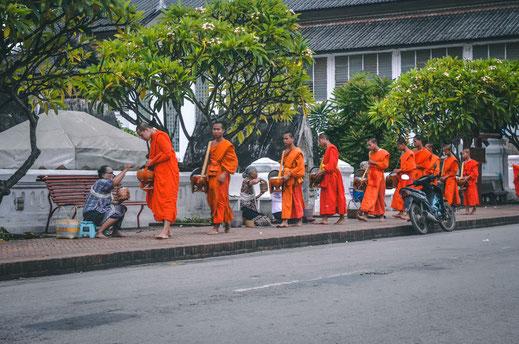 Almosengang Mönche Luang Prabang