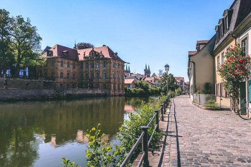 Der Fluss Regnitz mit Blick auf die Altstadt Bamberg