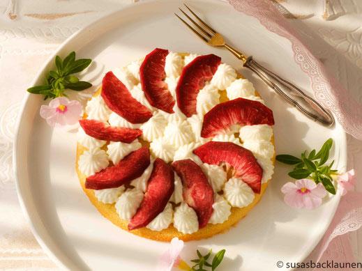 Mini-Kuchen mit Weinbergpfirsichen