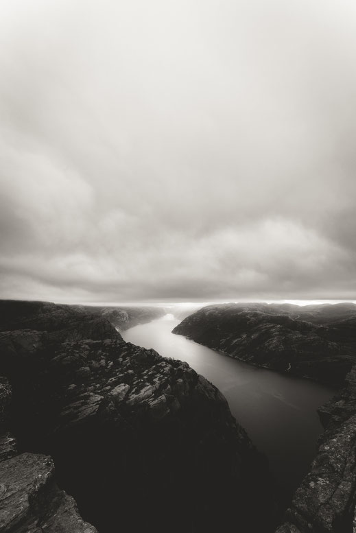 a black & white image of the Lysefjord ending at the horizon