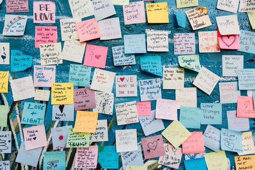 Danke > Photo by Kyle Glenn on Unsplash