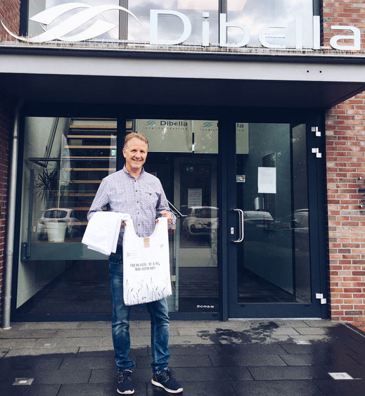 and Ralf Hellmann from Dibella are happy to start their partnership to enable circular textile flows.